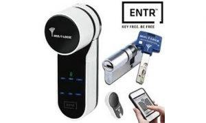 Cerradura automática y con control moderno color negro marca Multi-lock
