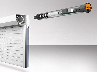 Persiana elero, la imagen es digital y representa una persiana y un motor suspendido que indica que va a ser instalado.